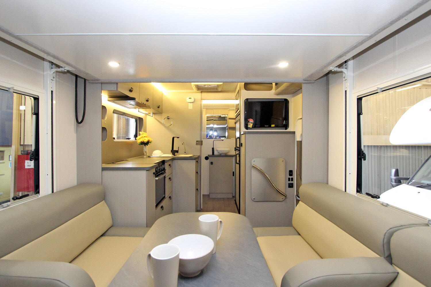 Unbiased motorhome review sunliner habitat luxury off for Decoration habitat