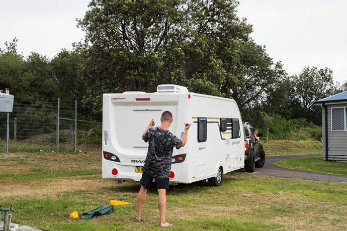 how to reverse caravan